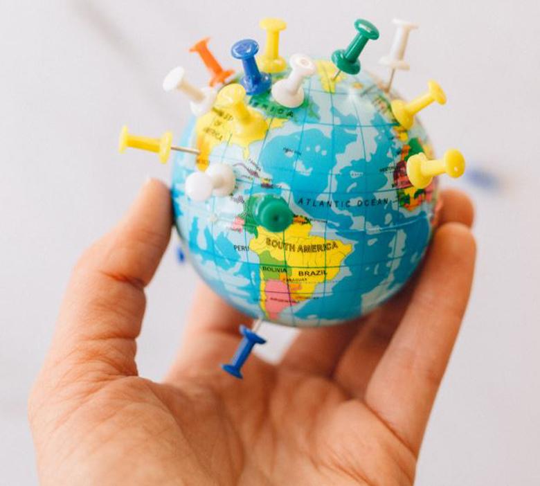 Localisation de plusieurs pays sur une mappemonde